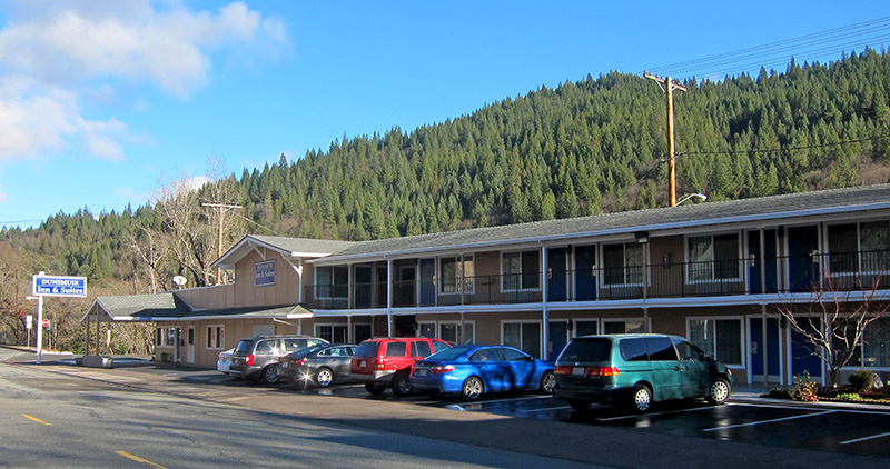 Dunsmuir Inn and Suites Front